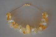 Collier en citrine, disque en aragonite au centre, sur fil coton ciré.. Bijoux-Sango