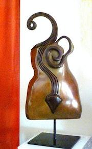 Gwendoline bronze 1/8 patine brun chaud.
