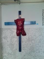 La crucifixion, d'o la mort du crhist, mais aussi la défaite ou encore la victoi.