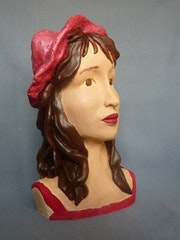 Jill et son chapeau rose. Cria