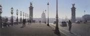 Le jogger et le joint de dilatation du Pont Alexandre III.