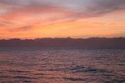 Lever de soleil sur le golf d'Aqaba.