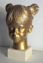 Sculpture contemporaine buste petite fille 4 ans.