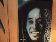 Toile peinte à l'aérographe de Bob Marley.