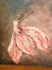 Une danseuse en tutu en forme d'une fleur.