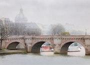 Un hiver brumeux sur la Seine.