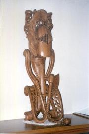 Epée brisée d'un chevalier (sculpture murale ou statue en bois de l'orme-170 h). Sinisa (Sacha) Botic