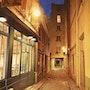 Le passage du Chantier à la nuit tombée. Thierry Duval