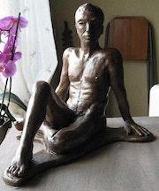 «Jean-cri» sculpture en grès patiné bronze.
