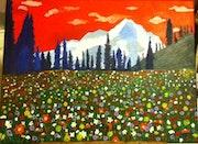 Montagne en fleurs sur ciel rouge.