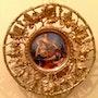 Porcelaine antique et des plaques de bronze peint centre de porcelaine.. Antiguedadesoratam