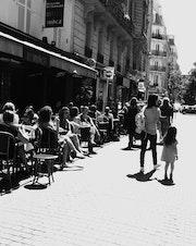 Gens (3) - Rue de la Terrasse - Août 2013.