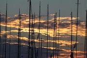 Coucher de soleil sur le port de Saint Tropez.