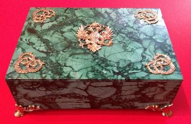 Deckelschale aus Malachit mit vergoldeten Zarenwappen. Thomas Kern