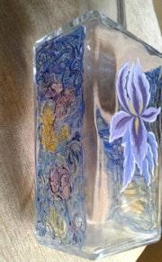 Botella de cristal pintada-una flor. M. Pilar