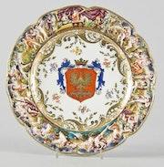 Porzellanteller Capo di Monte, «Wappen mit Adler», Durchmesser 27cm, 19. Jhdt.. Thomas Kern