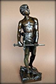Statue signée Raoul Larche. Marc Menzoyan Antiquités