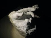 L'Envol sculpture en marbre de carrare.