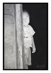 Enfant de Mongolie derrière sa porte. Christophe Bayle