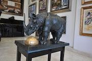Le minotaure- rhinocéros habillé en dentelles-space elephant. Jose Juarez Martinez