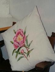 Cojines tela, pintados flores. M. Pilar