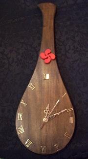 Horloge en forme de pala.