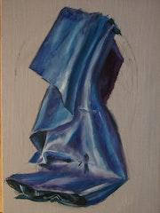 Drapé en satin bleu. Patrick Eloy