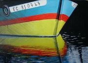 Reflet bateau jaune et bleu.