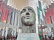 La Tête- Paris La Défense- Statue de bronze.