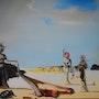 Femmes aux têtes de fleurs retrouvant sur la plage les dépouilles d'un orchestre. Anne Delpierre