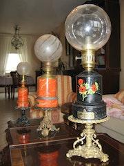 Lampes à huile anciennes rénovées à la peinture. Mariraff