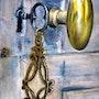 Cuivre, fer et bronze pour un sésame. Jacqueline Hautbout