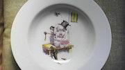 Assiettes décorées mains.