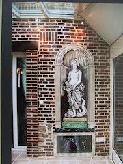 Statue en trompe l'œil peinte dans sa niche. Jean Claude Vildé