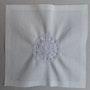 003 Broderie-10.5x15_fil-blanc. Chez Moi, Chez Toi