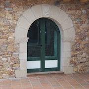 Puerta románica de medio punto. Romanesque door midpoint. James Rossell