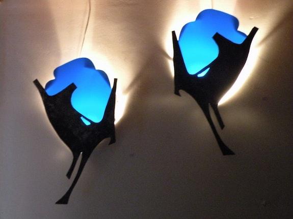 Paar «Angebote» blauen Stahl Paire d'appliques «Offrandes» bleu en acier. Laurent Lardin Sculpteur Métal