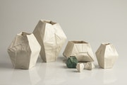 Vase origami en porcelaine. Angry Pixie