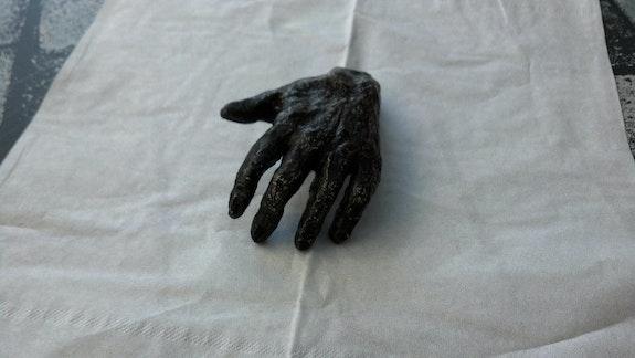 La chose main. Patricia Vivier Robert » Pat V »
