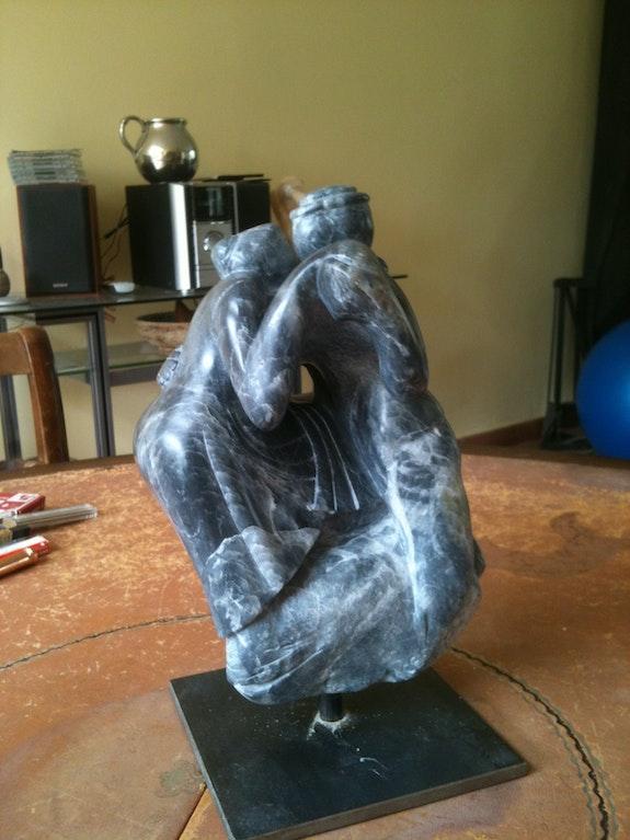 Sculpture en stéatite noire et blanche «Come dance to the end of love». Cédo- Françoise Faucher-Moreau Françoise Faucher-Moreau