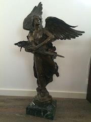 L'Ange à l'épée sculpture en Bronze du 19 ème siècle. Lionel Descles