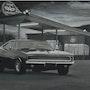 Dodge charger à la pompe. Cesar Luciano