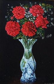 Vase en christal avec fleurs.