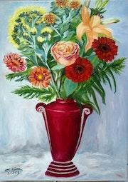 Bouquet de fleurs dans son vase rouge.