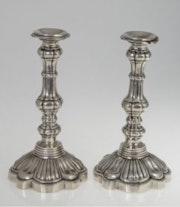 Silberne Kerzenleuchter um 1750, aus dem Besitz der Grafen von Holnstein.