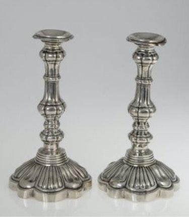 Silberne Kerzenleuchter um 1840, aus dem Besitz der Grafen von Holnstein. Thomas Kern