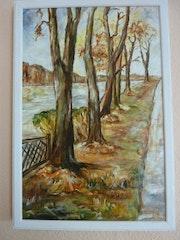 Uferpromenade in Neue Mühle im Herbst.