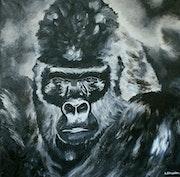 Majestueux gorille à dos argenté.
