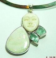 Important pendentif avec opale. Sarah Torsin
