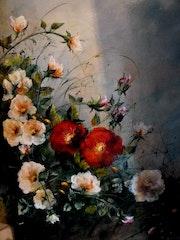 Buisson de roses jaunes et rouges.